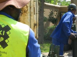 Residents are urged not to offer a Christmas box to Pikitup employees. Photo: www.joburg.org.za