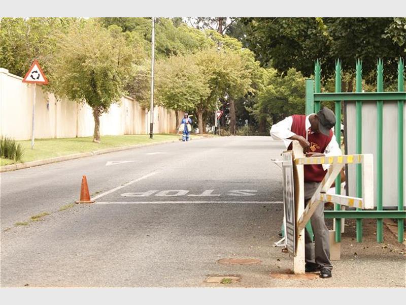 Metro will not remove road closures emm bedfordview