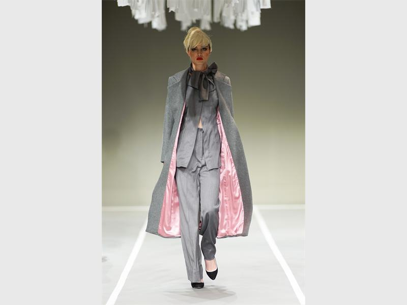 Photo: planetivan.com COMPLIMENTING COLOURS: JJ Schoeman stuns fashion fans at SAFW.