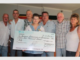 The ERPM Recreation Club donated R5 000 to the Strelitzia Old Age Home. Seen here are, back (from left): Neil Parker, Peet Badenhorst, Bill Crouse, Ernie Strydom, Jeoff Jonker, and Deidre van Aardt. Front: Rika Crous, from Strelitzia Old Age Home.