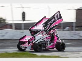 Liza van Zyl racing her V8 Thunder Sprint.