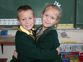 Tweeling boetie en sussie, Ricardo en Chanté Coetzee, begin hul graad een skooljaar met opgewondenheid by Laerskool Concordia.