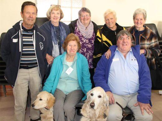 De las personas mayores del club aprende más acerca de los perros guía - Boksburg Anunciante 2