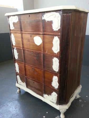 Restore_old_furniture_undercoat2_338x450