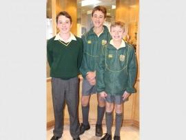 Dié graad agt leerders van Brandwag is Distrikwenners in die onlangse ekonomiese- en bestuurs wetenskappe Olimpiade. Hulle is (van links): Ivan de Jager, Ruan Roodt en Christopher Coertzer.