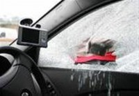 car-theft-broken-window (Medium)