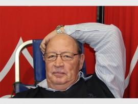 Jan Joubert: Ek skenk seker al bloed van 1976 af, hierdie is nou al my 61ste keer. Ek skenk eintlik maar net bloed want dit gaan vir 'n goeie doel en red lewens.