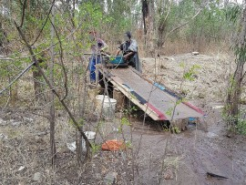 Illegal miners are making use of the water to sluice sediment for gold. This set-up is located in the veld a short distance from Grant Street. This photo was taken by ward councillor Brandon Pretorius on Monday.