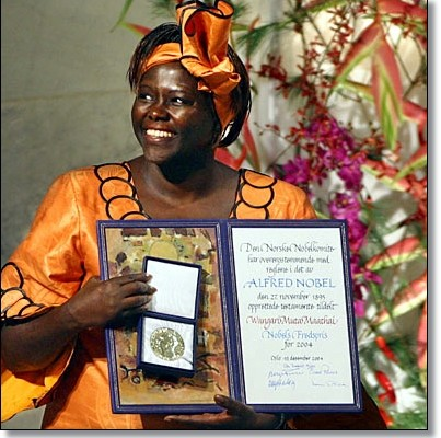 Wangari Muta Maathai with her Nobel Prize for Peace.