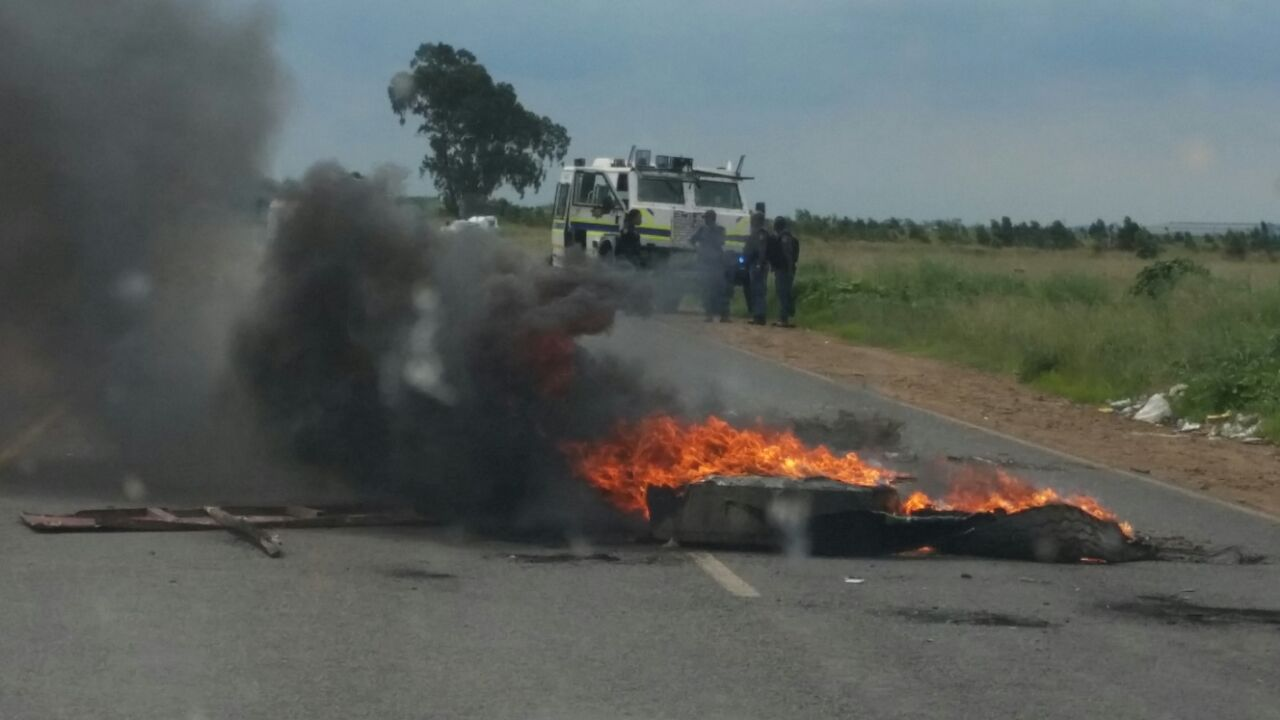 SAPS Public Order Policing presence at the KwaZenzele Informal Settlement Phase One protest which started on Tuesday.