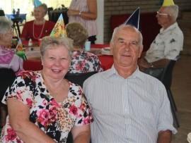 Bessie Smit (65) en haar man, Dirk (77), wat sy verjaarsdag gevier het saam met die Malan Nel Dienssentrum se verjaarsdag.