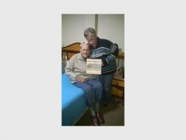 Gawie Richter from the Sascha Old Oge Home with Captain Appel Ernst, spokesperson for the Randfontein Police.