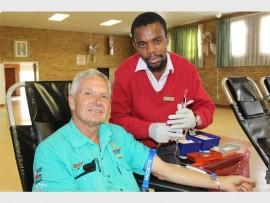 Dr Hendrik Naude from the Randfontein Veterinary Clinic with SANBS representative, Thembani Mathebula.