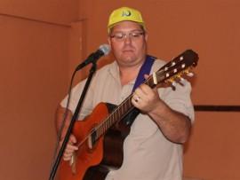 Gert de Beer sings his beautiful song about hope.