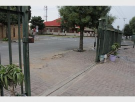 Residents complained about the complex gate not locking.