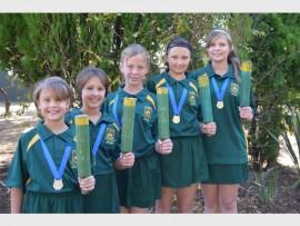 Carla en Caitlin Kitchen, Megan Draper, Angelique Ayres en Talita Steyn van Ram se dogters-jukskeispan wat tydens die SA Top Skole-kampioenskappe in Durban in aksie sal wees. Foto: Annie Nolan.