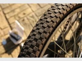 Daar sal drie hoofresies wees; 'n 21 km fietswedren, 'n 5km pret draf en 'n 'kidsblock'.