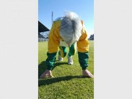 MC Visser, vanjaar se SA-meestersatletiekkampioen maak gereed om tydens haar oefensessie die 400m kaf te draf.