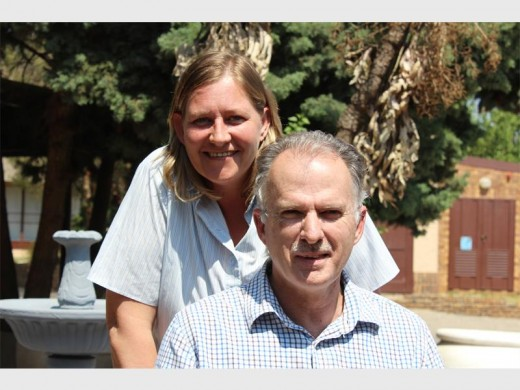 Elona Uys from the Connie Mulder Centre and councillor Peter Dick during the handover of the wheelchair to the centre.