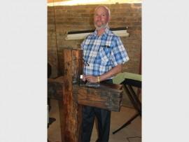 Pastoor Willie du Bruyn in die gebedshuis