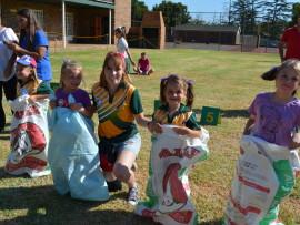 Ram-studentejuffrou by Chantel Pretorius, Lini Gagiano, Kelsey Koekemoer en Ziva Kruger. Foto: Annie Nolan.