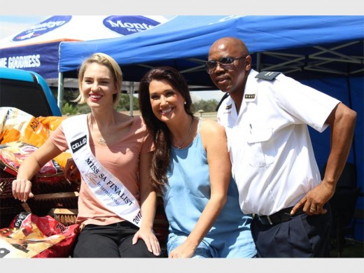 Miss SA finalistas difundir el amor en el refugio de animales - Randfontein Herald 3