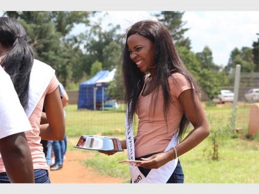 Miss SA finalistas difundir el amor en el refugio de animales - Randfontein Herald 2