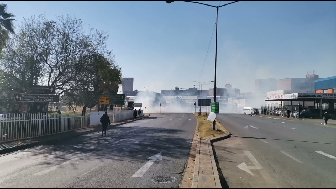 protestors take to pretoria road.