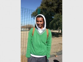 Paul Nyandeni (20) – I keep warm with the help of a blanket and by keeping active. You just have to play and keep moving.