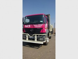 Local company Alf's Tippers and Plant Hire show their support for those fighting breast cancer.