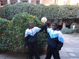 akudzwa Mandigo (left) and Rivoningo Makhuba.