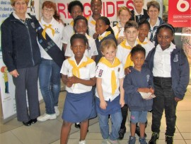 The First Germiston Girl Guides and the First Lambton Brownies recently did their 67 Minutes for Mandela at the Lambton Court Shopping Centre.