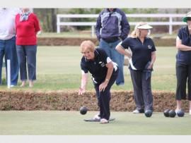 Joan Elvin rolls one for her Delville Germiston team.