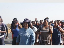 A large number of community members left their homes early in the morning to deliver a memorandum to the Duduza CCC.