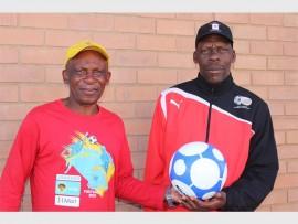 Local technical officer of the SLFA coach, Mkhonzana Mkhonza with regional technical officer of SAFA Ekurhuleni, coach Innocent Mayoyo.