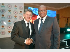Excellence… Antonio Cimato, chairman of the Chamber, and Premier of Gauteng, David Makhura, at FNB business excellence awards for 2015 in Illovo.