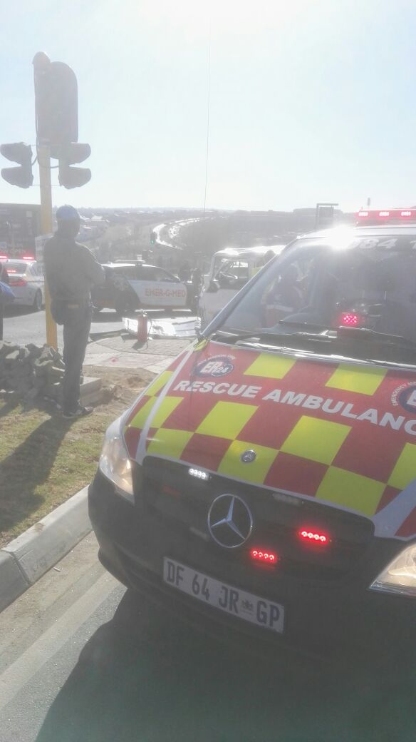 Photo via Er24. Five people were injured after a taxi and light motor vehicle collided in Woodmead.