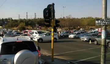Crash causes heavy traffic on Sandton Drive