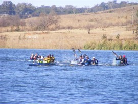 The leading bunch of canoeists finish very closely together. Sandton residents Wayne and Bruce Jacobs with Sean Martin can be seen in the second canoe from the left.