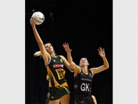 PROTEAS IMPRESS: Silver Ferns Casey Kopua (right) and South Africa's Lenize Potgieter in action during the Silver Fern vs South Africa netball test match played at Claudelands Arena in Hamilton.  Photo:Michael Bradley.