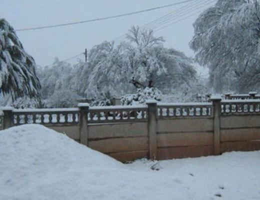 _62109187_02_snowinvaaljpg
