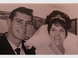 50 JAAR TERUG: Tommie en Pat Cooper op hul troudag in 1966.