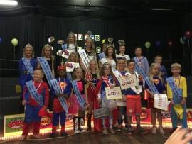 DAPPER: Charné Heunis saam met die Mnr en Mej Elspark 2016 wenners, prinse en prinsesse.