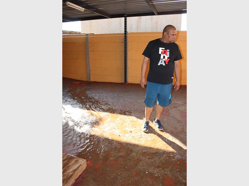 Burst pipe fills house with water alberton record for Water pipe outside house