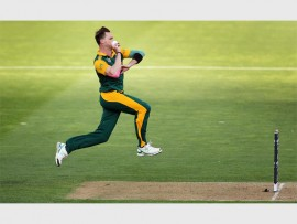 FAST RUNNING: Dale Steyn during the ICC Cricket World Cup match between South Africa & UAE at Wellington Regional Stadium. Photo: Backpagepix