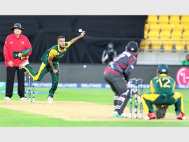 MAN OF THE MOMENT: Imran Tahir was named Man of the Match (4/26). Photo: Grant Down/www.photosport.co.nz
