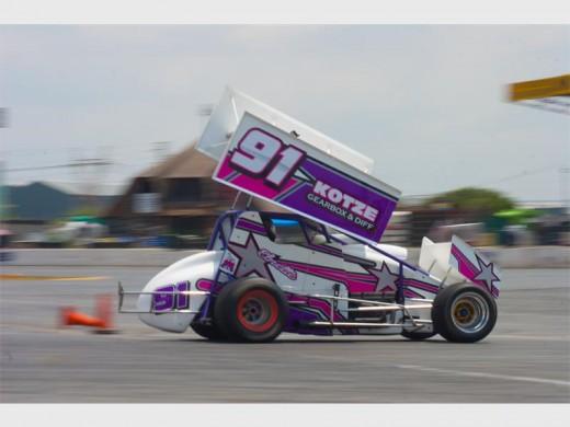 Oval midget racing