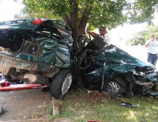 [MONDEOR] - Car slams into tree killing one, injuring two.
