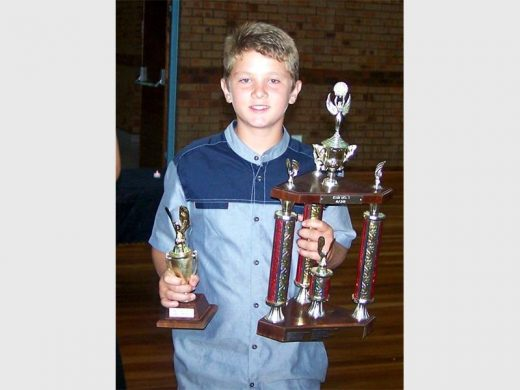 Visarend winners lift trophies | Southern Courier
