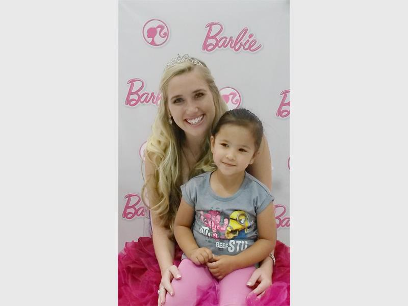 Fans meet and greet barbie at mall of the south comaro chronicle fans meet and greet barbie at mall of the south m4hsunfo